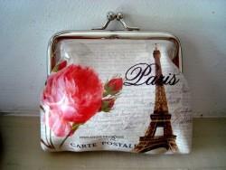 Porte monnaie original à la rose et la Tour Eiffel