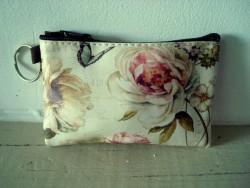 Petit porte monnaie original aux fleurs roses style rétro