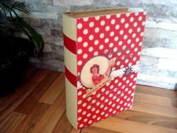 Boîte vintage en forme de livre rouge à pois blanc