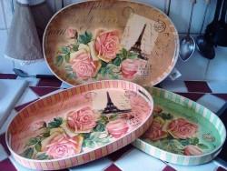 Plateau de cuisine ovale aux roses et  tour Eiffel style shabby chic