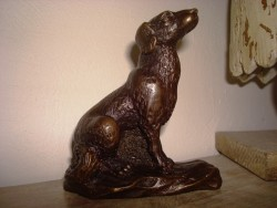 Figurine chien en bronze en position assise