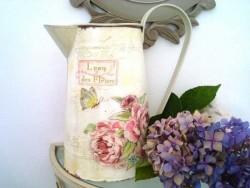 """Broc """"L'eau des fleurs"""" papillon et fleurs ambiance vintage"""