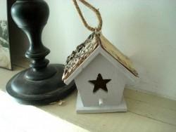 Petit nichoir en bois à suspendre style campagne