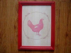 Cadre déco en bois au décor poule rouge