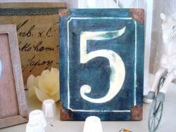 """Plaque bois """"N° 5"""" façon plaque de rue rétro"""