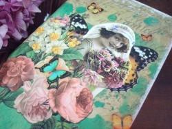 Carnet original fantaisie au décor femme, roses et papillons
