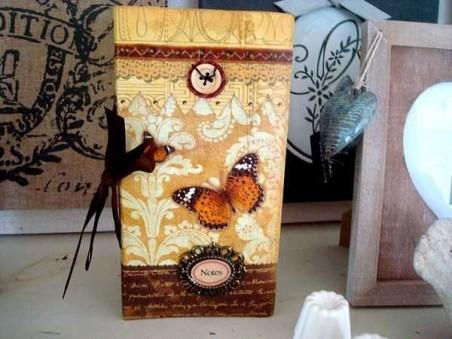Carnet de notes fantaisie aux papillons et aux boutons