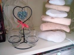 Photophore aux 3 supports surmonté d'un coeur en rotin