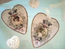 Paire de coeurs en carton impression fillettes rétro