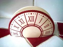 Range serviettes en papier décoré d'une horloge vintage