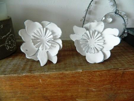 Lot de 2 ronds de serviette aux fleurs blanches, ambiance rétro