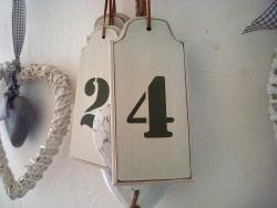 """Suspension style ancien en bois beige """"Numéro 4"""""""