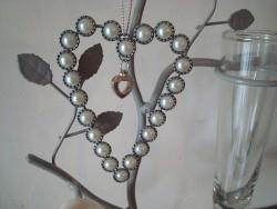 Suspension en forme de coeur perlé, ambiance cosy