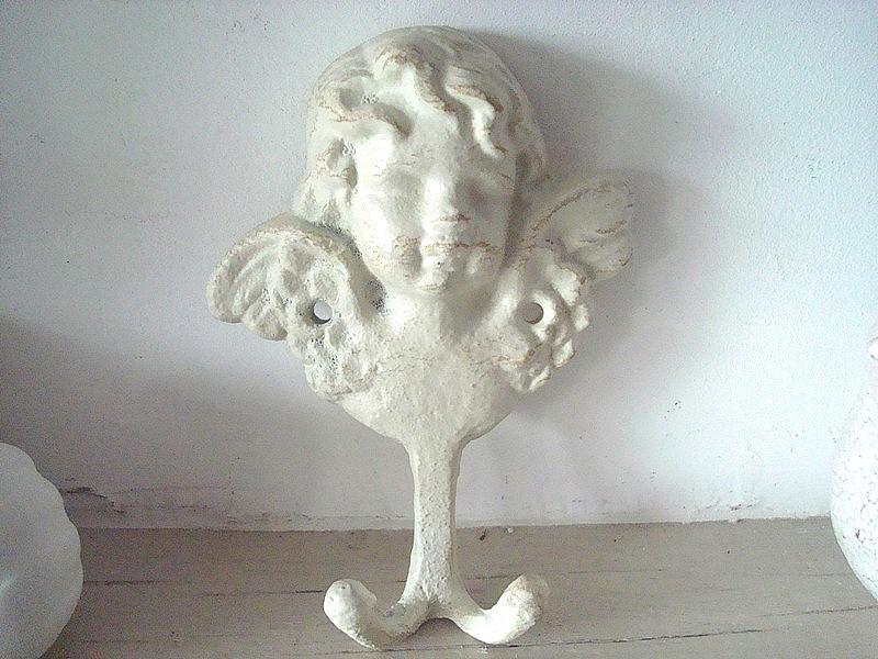 Patère murale originale au buste d'ange en métal