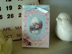 Pochette parfumée décor oeuf fleuri senteur violette