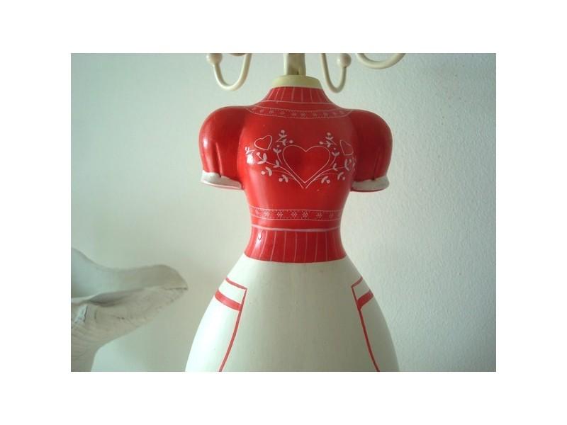 Porte bijoux en forme de mannequin au bonnet rouge