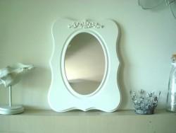 Miroir ovale en bois peint en blanc