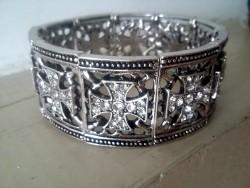 Bracelet élastique métal et croix en strass