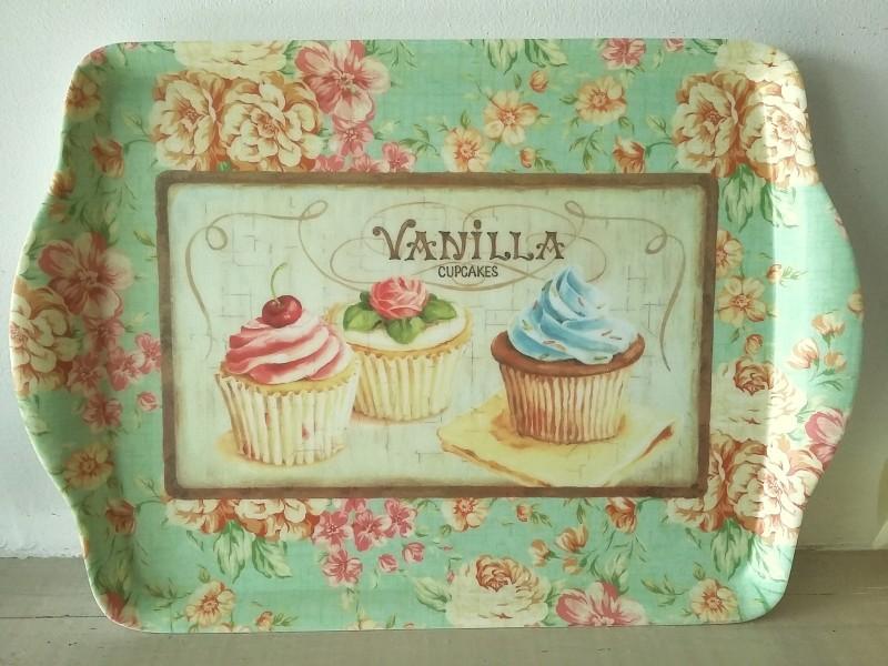 Petit plateau de cuisine au décor fleurs et cupcake