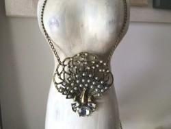Collier sautoir médaillon en forme de paon, bijoux vintage