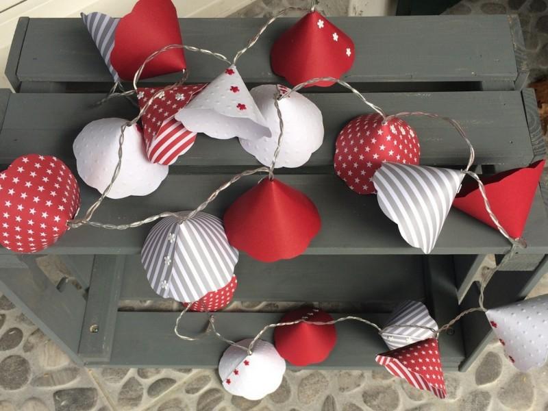 Guirlande lumineuse vintage aux 20 leds et corolles rouges et blanches
