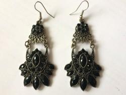 Boucles d'oreilles vintage pendant perles noires
