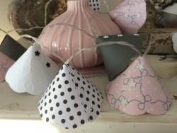 Guirlande lumineuse vintage aux 20 leds et corolles gris, blanc et rose poudré