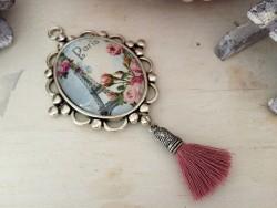 Pendentif vintage Tour Eiffel et pompon vieux rose