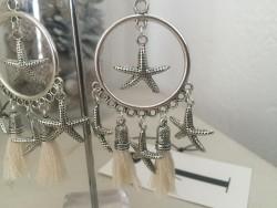 Boucles d'oreilles étoiles de mer et pompons blancs