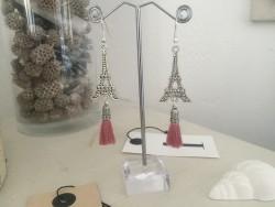 Boucles d'oreilles à breloque Tour Eiffel et pompon vieux rose