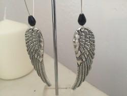 Boucles d'oreilles dormeuses ailes d'ange et perle noire