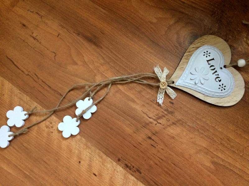 """Coeur à suspendre en bois et métal blanc """"Home"""", style chalet"""