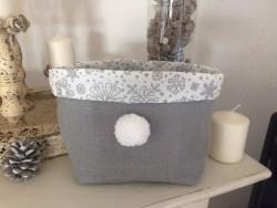 Vide poche en tissu gris rehaussé d'un pompon fait main