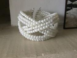 Bracelet fantaisies aux perles blanches