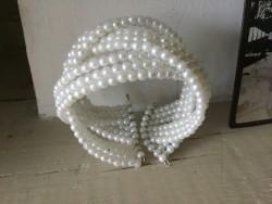 Bracelet fantaisies au perles blanches