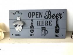 """Ouvre bouteille mural """"Open Beer"""" en bois gris souris"""