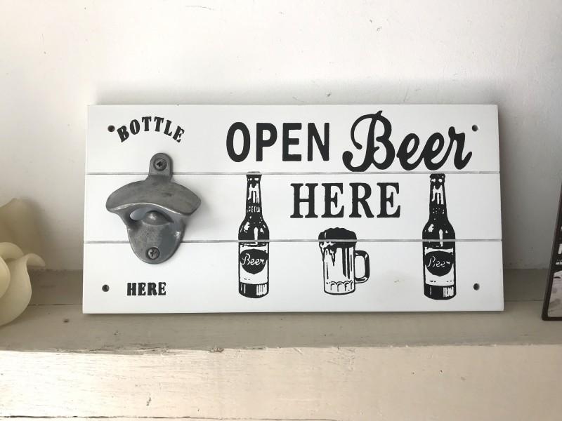 "Ouvre bouteille mural ""Open Beer"" en bois blanc"