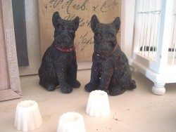 Duo de statuettes vintage chiens scottishs terrier