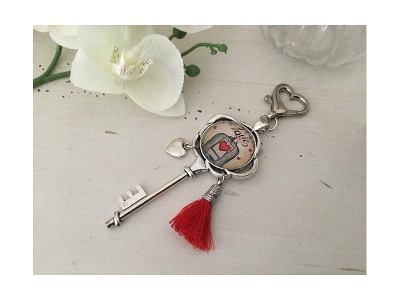 """Bijou de sac vintage """"Love"""" et pompon rouge"""