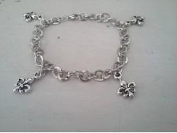 Bracelet pour femmes orné de fleurs de lys