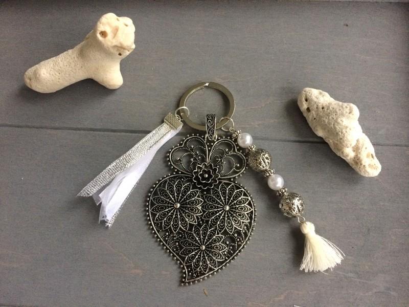Porte clés original au filigrane fleur vintage