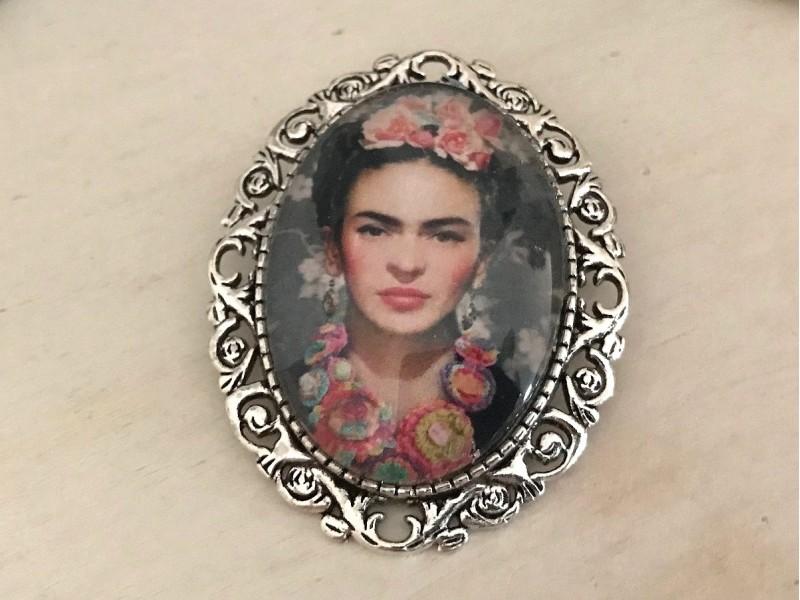 Broche fantaisie Frida KAHLO couleur argenté