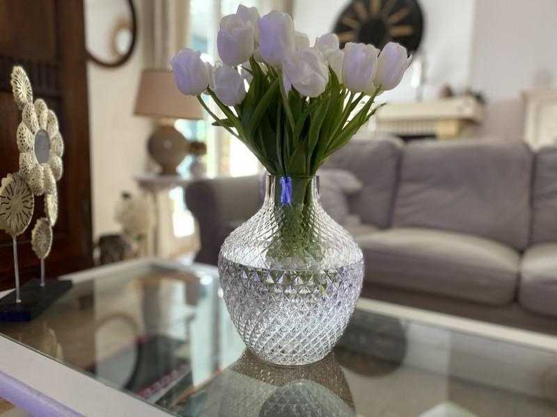 Grand vase en verre façon pointe de diamant