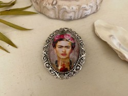 Broche originale Frida KAHLO sur fond rose