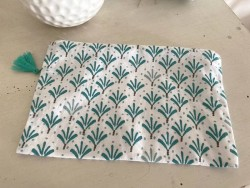 Pochette de sac aux motifs verts et marrons