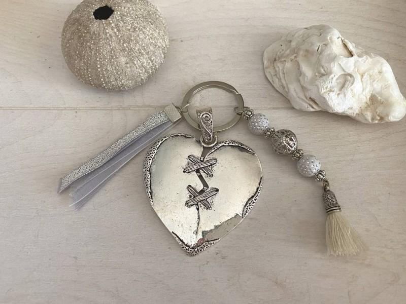 Porte clés fantaisie fait main au coeur stylisé