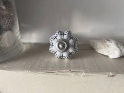 Bouton de porte porcelaine festonné
