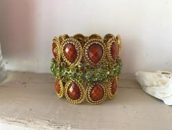 Bracelet manchette doré et perles vertes ajustable