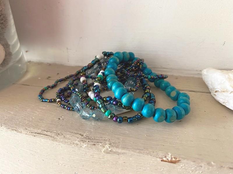 Bracelet bohème multirangs dans les tons de bleu