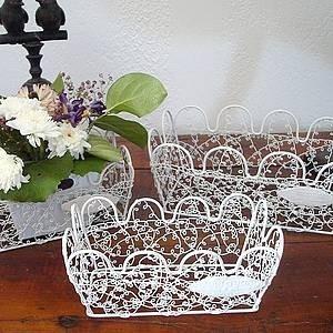 Paniers décoratifs en osier ou fer forgé, ambiance champêtre